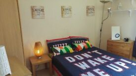 Available Double Room for couples in East Finchley !