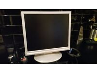 """17"""" lcd flatscreen pc computer monitor in good condition...includes power/pc cables.£10"""