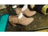 Lady's heal Boots size 4.5
