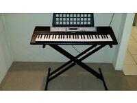 Yamaha YPT 200 Keyboard with stand
