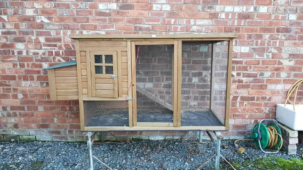 Chicken/rabbit hutch