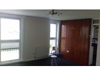 3 Bedroom Flat. Recently redecorated. Suit a family. Dalmuir / Clydebank.