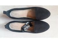 NEW with Tags Ladies Black Flat Shoes size 6/39