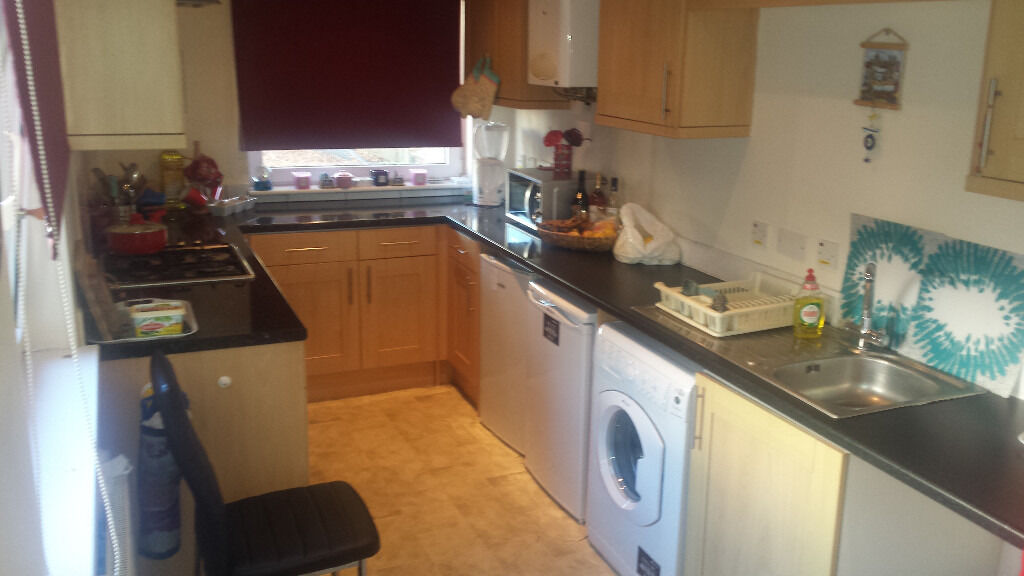 One Large Ground floor Apartment in Central Croydon