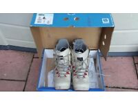 Burton boots size 9uk worn twice!boxed with manual and recipes prp99£ can deliver or post!
