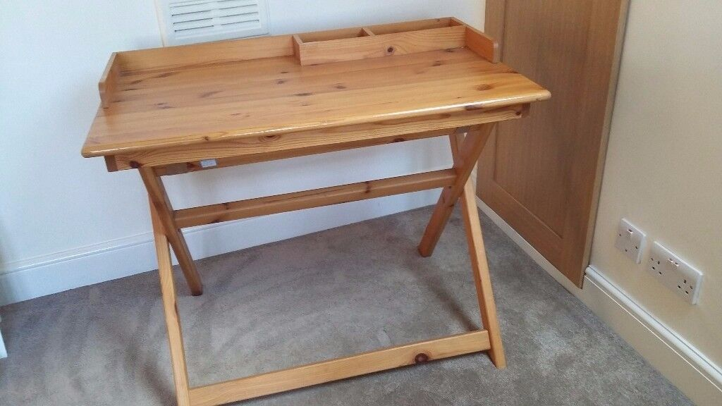 Pine foldable desk in very good condition
