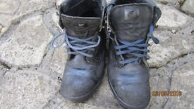 STEEL TOE CAP BOOTS SIZE 9 (43)--£5- COLLECT BR2 BROMLEY.