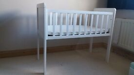 Mothercare HYDE crib (white) with mattress and sheets