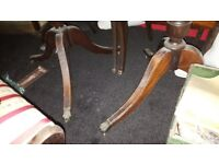 extendable antique style dining table and 6 chairs