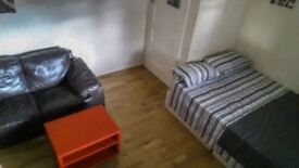 DOUBLE room in East Finchley, perfect for COUPLES!