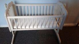 White baby crib ex condition
