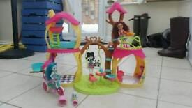 Enchantamals doll house and dolls set.