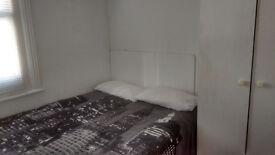 Studio Flat with Kitchen and Bathroom - 1 Min to Hammersmith Underground !