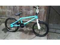 BOYS 20 INCH WHEEL BMX BIKE / DELIVERY AVAILABLE FOR DELIVERY COST 🚚