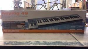 Clavier midi en boîte de marque M-Audio modèle KeyRig 49 Z009848
