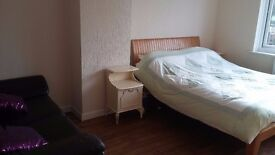 Spacious furnished double room in semi detached home in sort after area of North Worcester