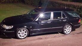 Saab estate vector. Black, air con.