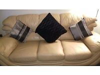 2 piece leather suit. 1 x 3 seater and 1 x 2 seater. Excellent condition throughout.
