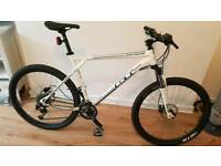 GT Avalanche mountain bike (comp) - XL mens size frame in White. Real Bargain.