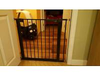 Baby safety gate
