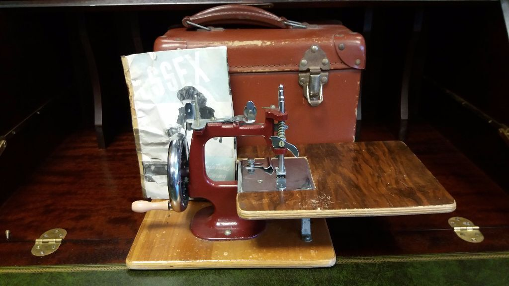 Vintage Essex Miniature Sewing Machine Based On The Miniature Custom Mini Singer Sewing Machine Antique