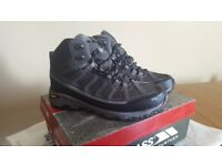 Almost New Trespass Vibram Hiking Boots Size 8
