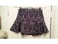 NEW MAX Grey & Black Paisley Print Zip Back Skater Style Short Thigh Length Skirt 16 EUR 42