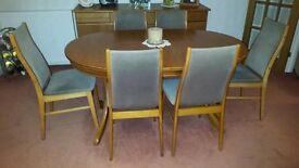 Teak Dining Table + 6 chairs (extendable to seat 10 people) in Good Condition
