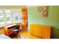*** EN-SUITE double room, wooden floor, central location ***