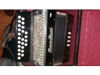 Accordion button with orginal case*******C/F ****8 button bass accordion/ accordian****good play