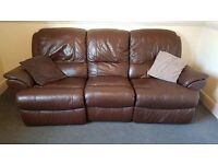 ELECTRIC LEATHER RECLINER SOFA IN GOOD CONDITION