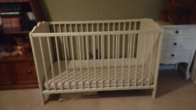 Baby cot great condition barely used with matress