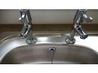 Kitchen single bowl sink and tap set