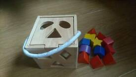 Wooden box/shape sorter