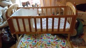 Baby rocking crib