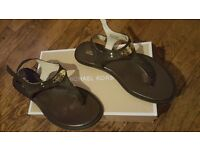 Michael kors brown and gold sandals 4.5