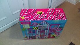 Barbie California dolls house + extras