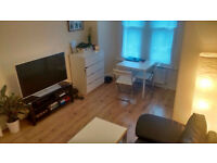 013M-BOUNDS GREEN- DOUBLE STUDIO FLAT WITH SEPARATE KITCHEN,FURNISHED, BILLS INCLUDED- £220 WEEK