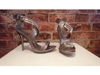 Heels in Bronze colour - Size 6