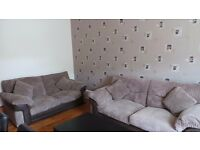 ***CENTRAL LOCATED LOVELY 2 BED FLAT LOCATED IN CATHCART- £575***