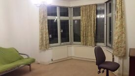 Massive room in 7 person house share, Bromley, available Jan 10th