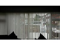 3 vertical blinds cream