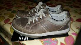 Brown Clark shoes light weight size 9,5