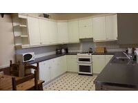 Spacious double room in Upper Walthamstow Close to A406 Free parking