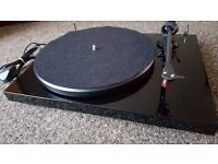 Pro-Ject Debut Carbon Turntable
