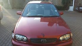 Toyota Corolla 2001 in excellent condition - £475