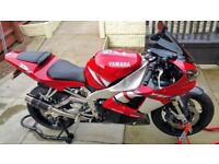 2002 yamaha yzf R1.iconic bike.last of carb'd model.bargain.just needs a clutch.