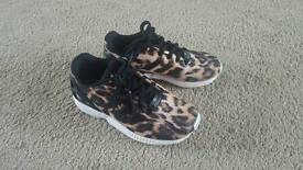 Girls size 13 adidas torsion trainer