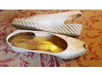 Ladies Van Dal Beige Leather Peep Toe Wedge Sandals/Shoes Size 7.5