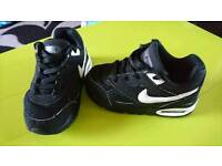 Size 7.5 Nike air max ivo